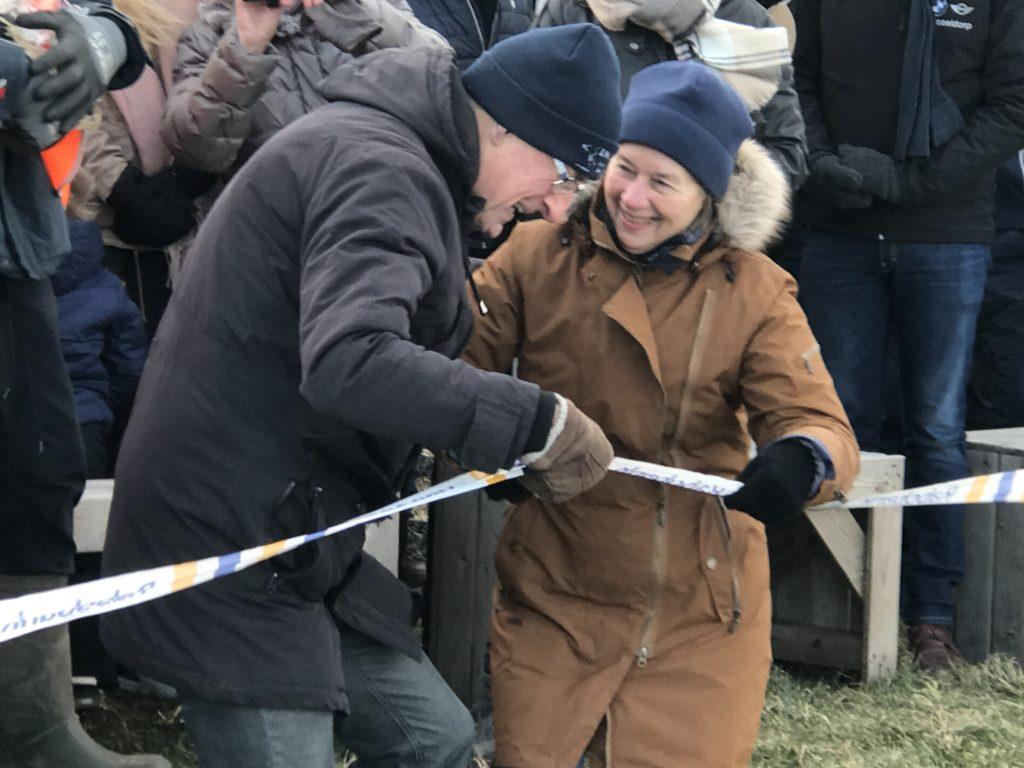 Elly Deutekom opent de ijsbaan van Spanbroek en Opmeer